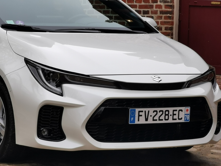 Only the front bumper is different.  So, it will be according to your taste that you will choose the Swace or the Corolla ...