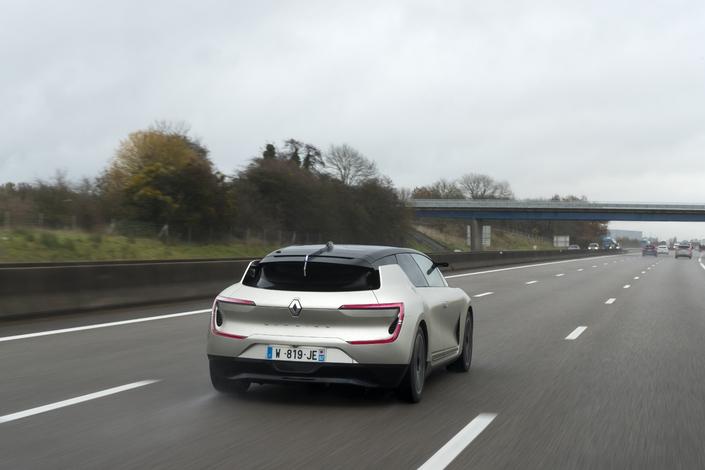 Le démonstrateur Renault Symbioz accumule les kilomètres de tests sur route ouverte, notamment sur l'A13.