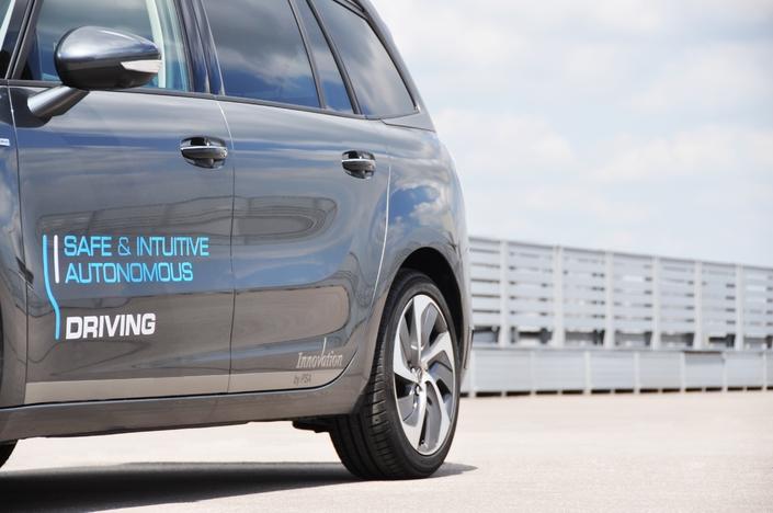 D'un point de vue industriel, la France a les moyens de ses ambitions. PSA, Renault, les grands équipementiers et d'autres acteurs du monde de la mobilité sont pleinement engagés dans la voie de l'automatisation de la conduite.