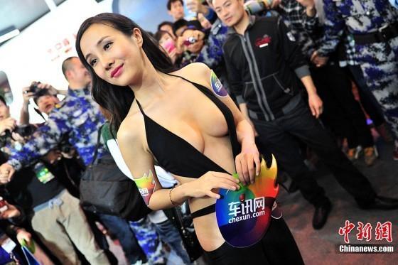 S1-Les-autorites-chinoises-reprimandent-le-Salon-de-Pekin-pour-ses-hotesses-trop-sexy-261592