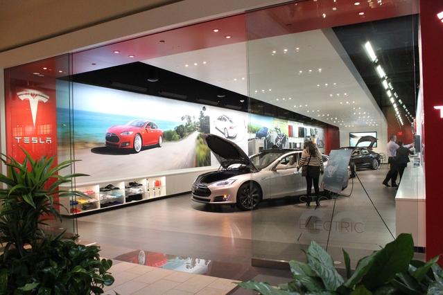 Plusieurs boutiques Tesla existent déjà dans des centres commerciaux aux Etats-Unis (ici en Californie). Celle de Parly 2 ouvrira fin juin.