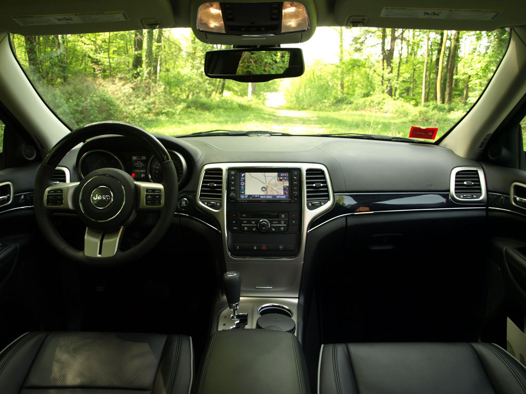 Essai vid o jeep grand cherokee 4 g ronimo for Interieur jeep