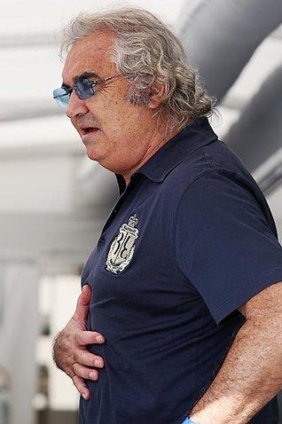 """F1 : Flavio Briatore """"Hamilton méritait le drapeau noir"""""""
