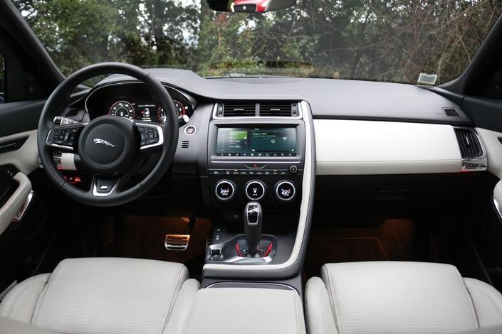 Le Jaguar E-Pace arrive en concession : le sens du rythme