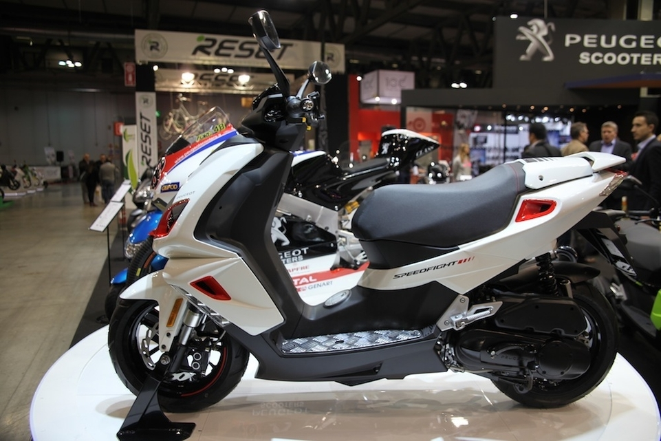 En direct de l'EICMA : Peugeot Speedfight 4 50 cm3 2T/4T