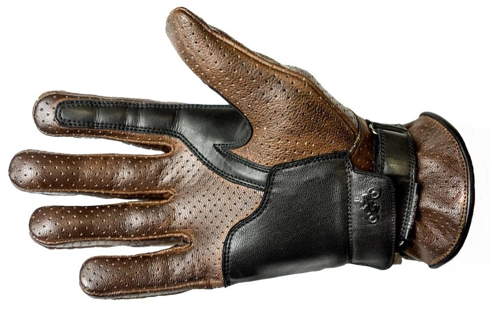993b3014fea8d5 Corporate est l un des nouveaux gants été présents au catalogue Helston s  2018. Homologué comme EPI, le cuir mise sur une inspiration vintage et une  ...