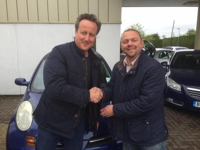 Insolite : David Cameron achète une Nissan Micra à moins de 2000 €