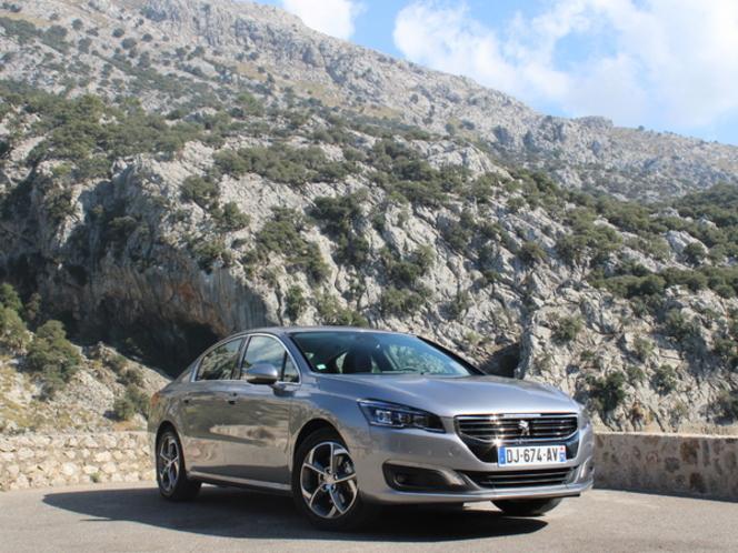 La Peugeot 508 restylée arrive en concession : faut-il lui préférer la précédente version toujours en vente ?