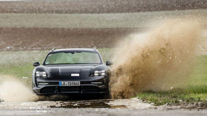 Porsche annonce l'arrivée de la Taycan Cross Turismo - Caradisiac.com