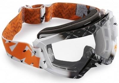 KTM protège vos oreilles et vos yeux.