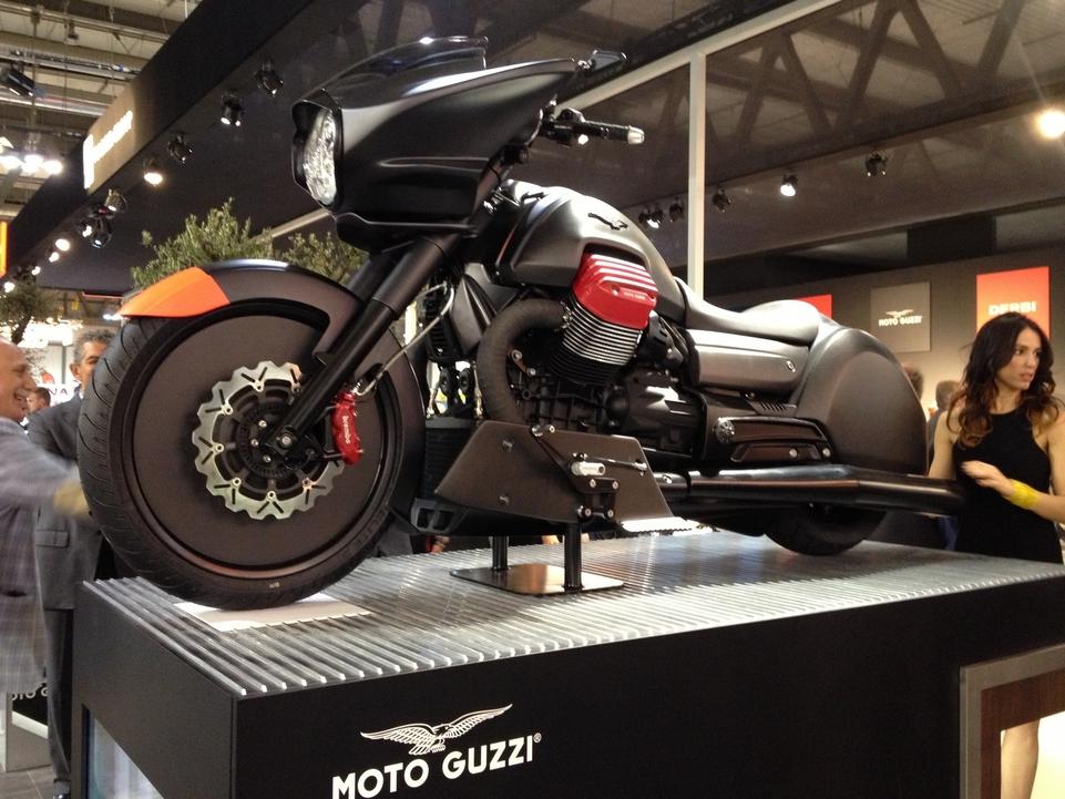 En direct de l'EICMA : Moto Guzzi MGX-21