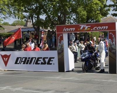 Dainese, sponsor du Tourist Trophy 2009.