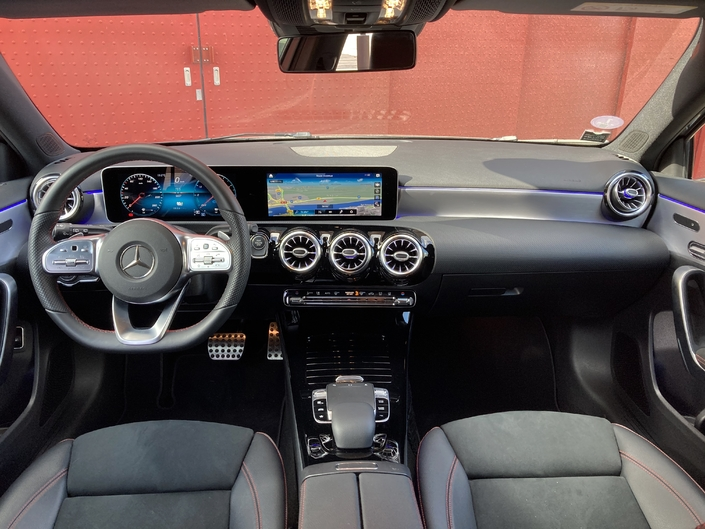 The A-Class puts technology at the forefront with its 10.25-inch dual digital screen.  The presentation is more modern and quirky than that of the DS.