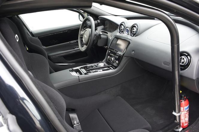 La Jaguar XJ joue aussi au taxi sur le Ring!