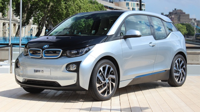 vid o bmw i3 caradisiac tait la pr sentation. Black Bedroom Furniture Sets. Home Design Ideas