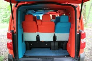 En 8 places, le volume de coffre restant est réduit. Mais en 5 places, on peut avoir de 1 978 à 2 932 litres.