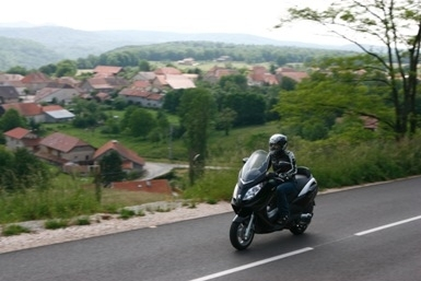 Essai du Peugeot Satelis 400 et 500 de 2007 : le rural citadin