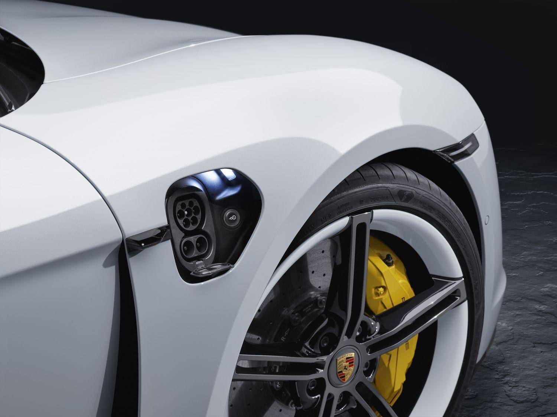 2019 - [Porsche] Taycan [J1] - Page 12 S0-salon-de-francfort-2019-porsche-devoile-enfin-la-taycan-601830