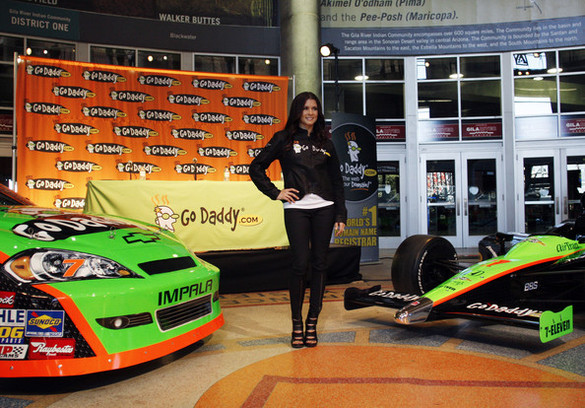 Danica Patrick inscrite sur 12 courses en Nascar (+ hot bonus vidéo)