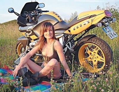 Moto & Sexy : Rouquine