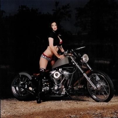 Moto & Sexy : Legs on moto