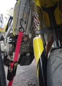 Trucs et astuces: comment sangler sa moto?