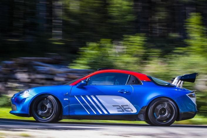 S1-alpine-devoile-l-a110-de-rallye-602009.jpg