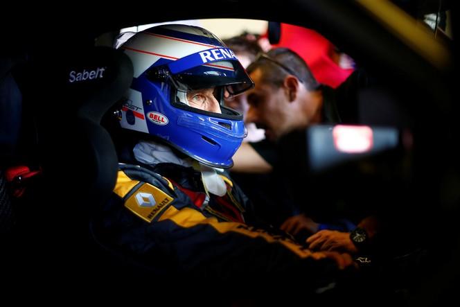 La Renault Sport R.S. 01 pour la 1ère fois en piste et en public: spectacle assuré!