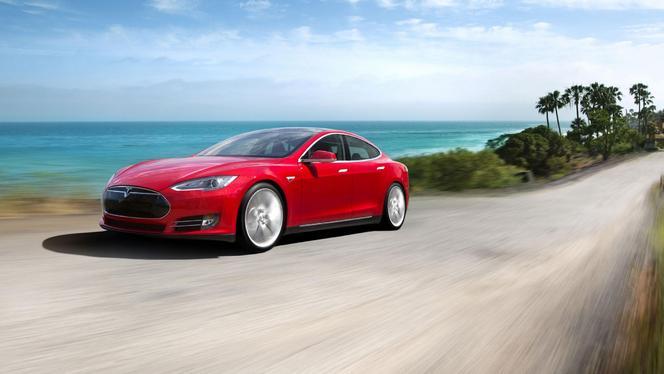 Tesla quitté par Daimler, la marque américaine poursuit son chemin!