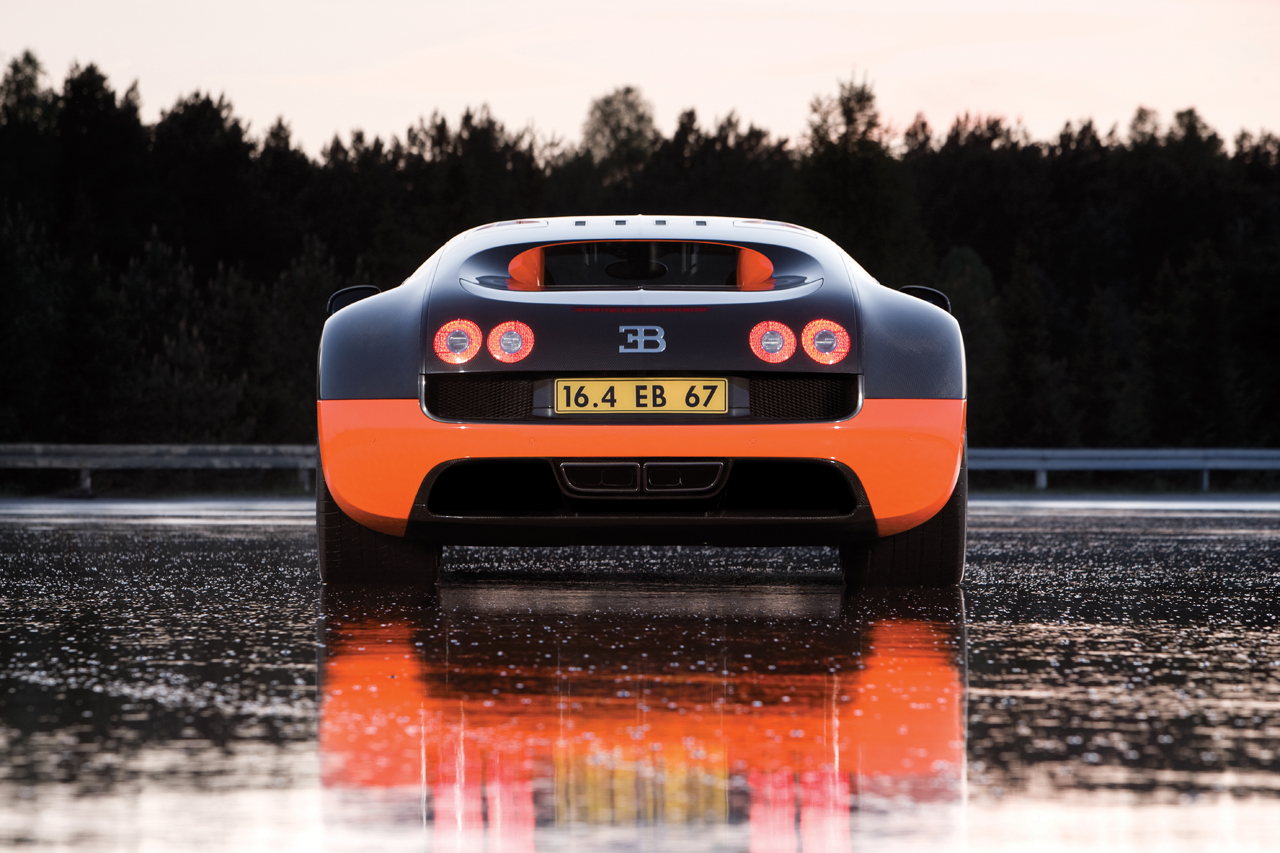 http://images.caradisiac.com/images/8/4/1/9/58419/S0-Bugatti-Veyron-16-4-Supersport-Les-photos-officielles-du-record-185728.jpg