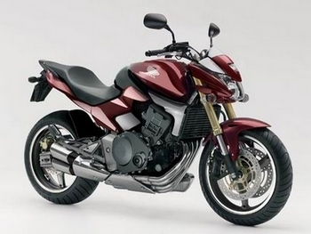 Honda : Après le 600 Hornet, voilà la grande sœur !!
