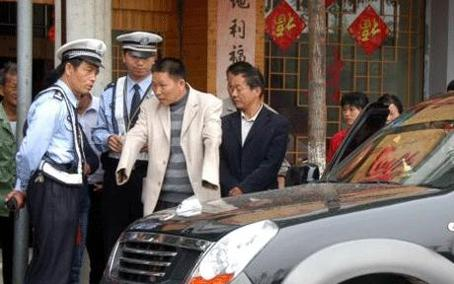 """Arrêté pour conduite dangereuse, Zing Sheng s'insurge : """"volant en mains, je ne conduis pas comme un pied"""""""