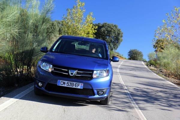 La Dacia Sandero reste l'auto préférée des particuliers en France