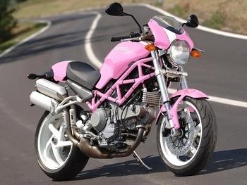 Photo du jour : La Ducati ... brèle de fille !!