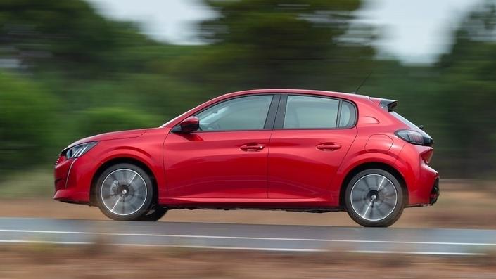 Baromètre des ventes février 2021 : Peugeot et la 208 survolent un marché en forte baisse - Caradisiac.com