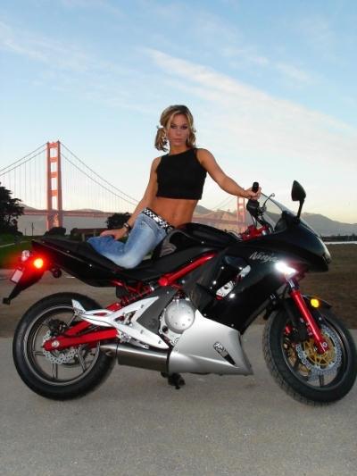 Moto & Sexy : Danielle et son ER6-R