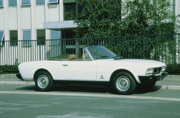 Peugeot joue aussi la carte de la nostalgie pour renforcer l'attachement de la clientèle à la marque. Cette année, il communique beaucoup sur le cinquantième anniversaire de la 504, modèle qui évoque des souvenirs à des millions de Français.