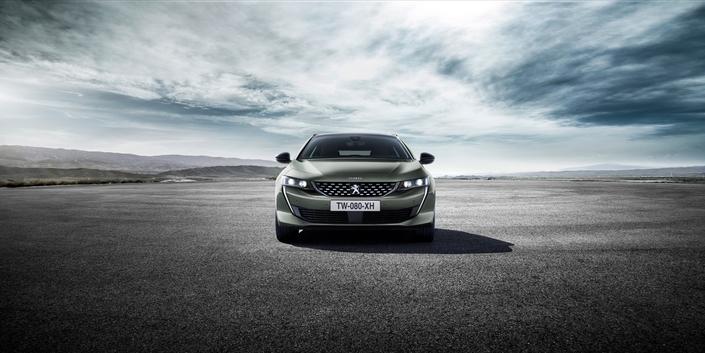 Le style audacieux des 3008 et 5008 rencontre les faveurs de la clientèle. La nouvelle 508 suit cette voie, et c'est aussi le signe d'une belle confiance en soi pour Peugeot.
