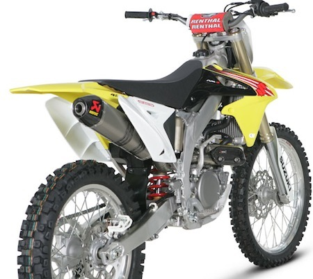 Akrapovic: ligne Racing ou Évolution pour la Suzuki RM-Z 450 2011.