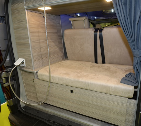 gl nan concept cars transforme le nouveau renault trafic en un v hicule de loisirs. Black Bedroom Furniture Sets. Home Design Ideas