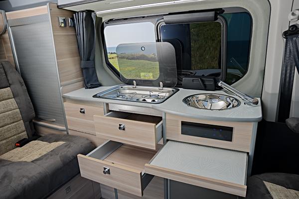 portfolio gl nan concept cars transforme le nouveau renault trafic en un v hicule de loisirs. Black Bedroom Furniture Sets. Home Design Ideas