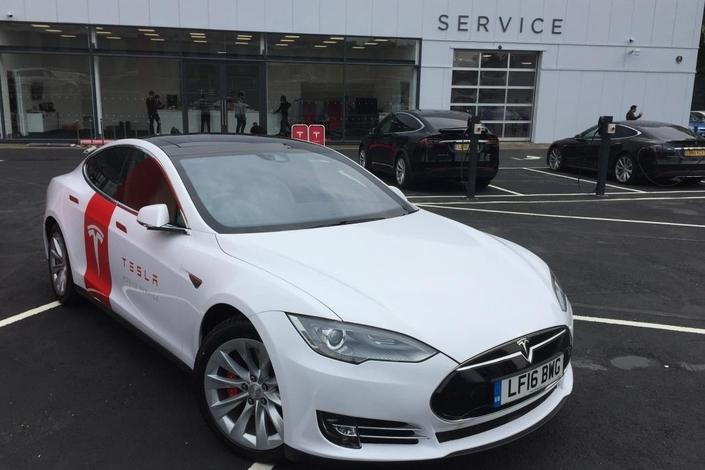 Tesla : des Model S converties en véhicules d'assistance
