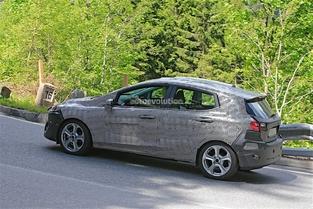 Scoop : la future Ford Fiesta se promène à la montagne