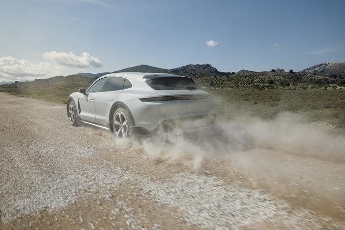 Porsche dévoile le Taycan Cross Turismo
