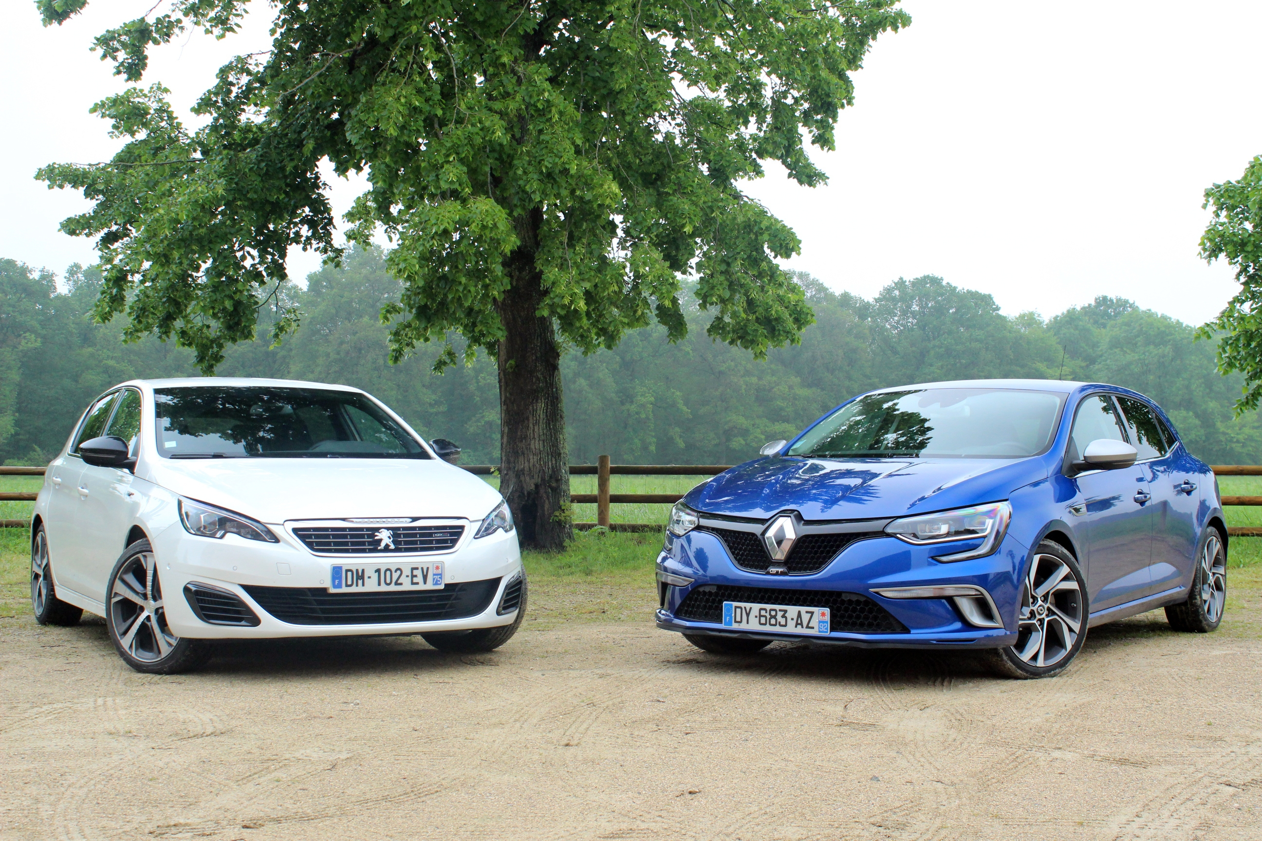 comparatif vid o peugeot 308 gt vs renault m gane gt derby attendu. Black Bedroom Furniture Sets. Home Design Ideas