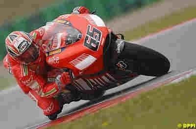 Moto GP: Pays Bas: Podium: 2 Stoner.