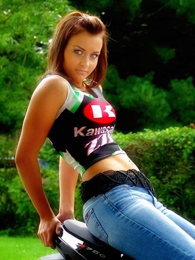 Moto & Sexy : Kirsi hésite entre deux K