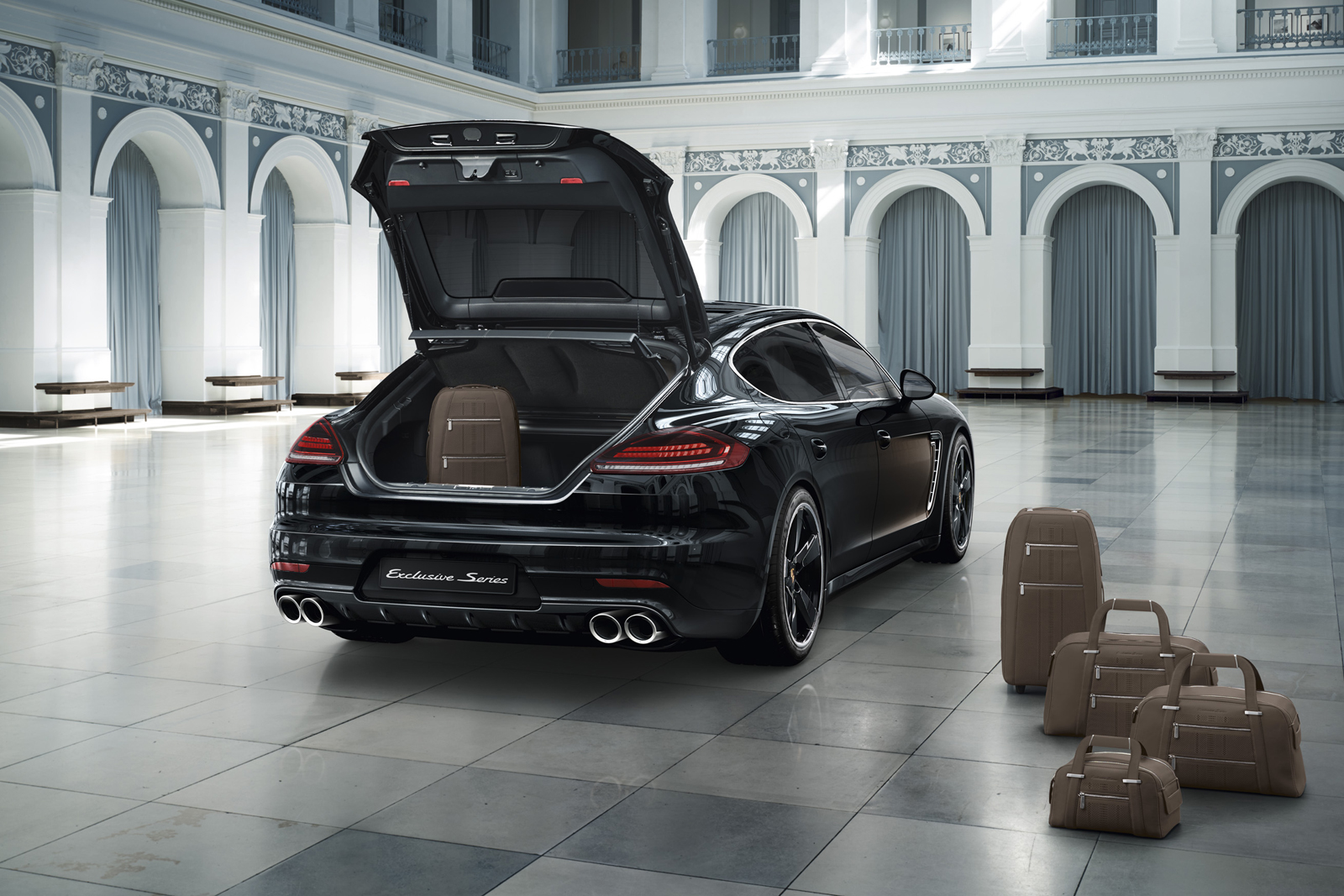 une porsche panamera neuve presque 250000 oui c 39 est possible. Black Bedroom Furniture Sets. Home Design Ideas