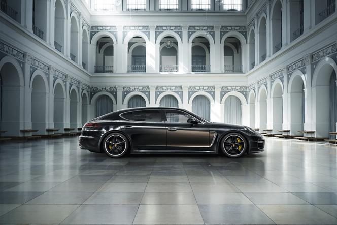 Une Porsche Panamera neuve à presque 250000 €, oui c'est possible!