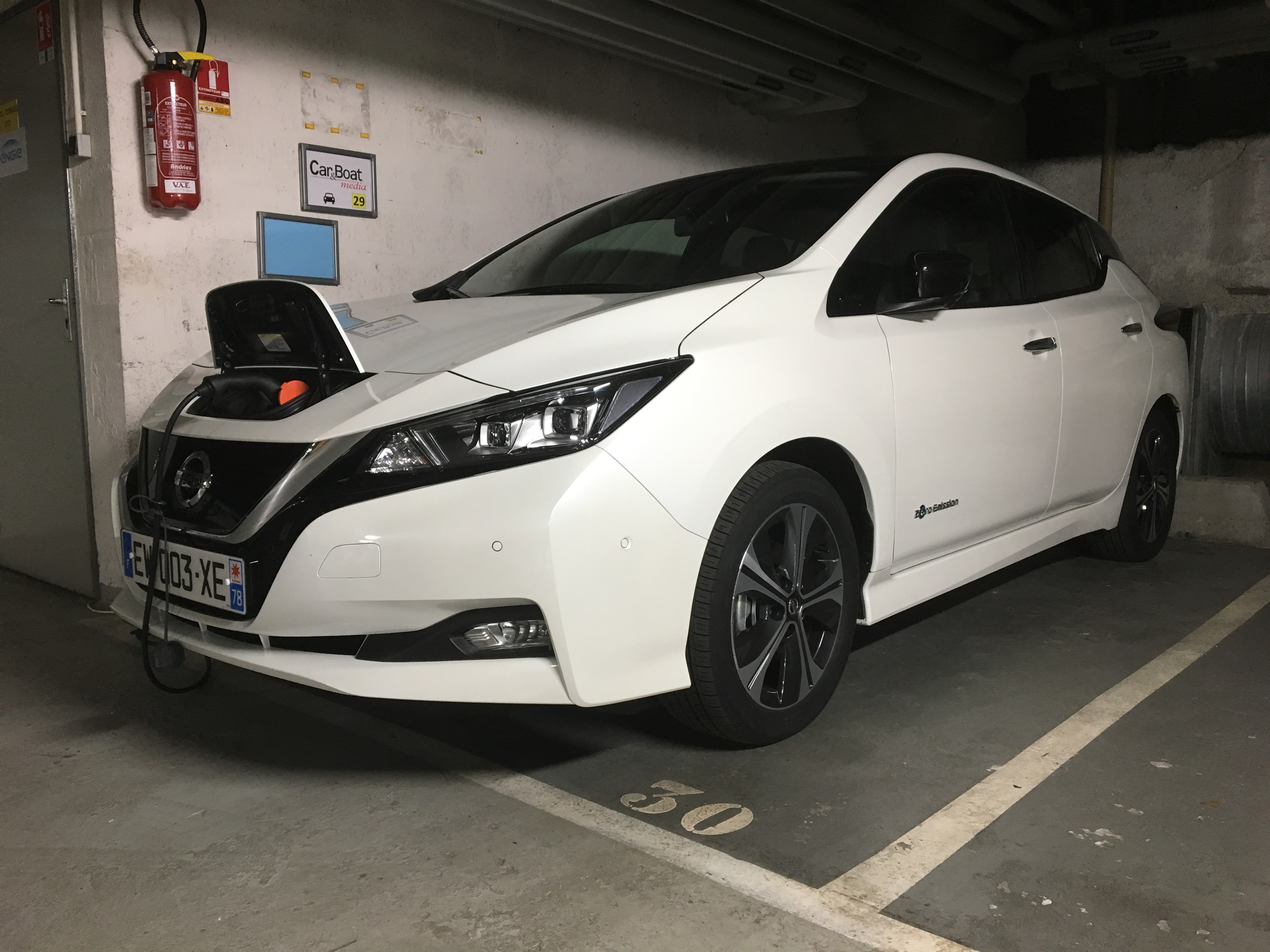 la nissan leaf 2 2018 jusqu 39 la panne combien de kilom tres peut on faire en une seule charge. Black Bedroom Furniture Sets. Home Design Ideas